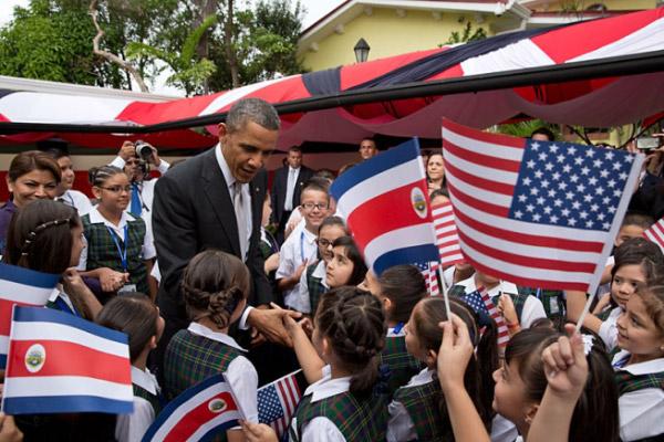 Barack Obama with Costa Rican children